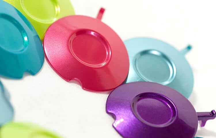 Traitement de surface, décor des matières plastiques grâce à la carterisation